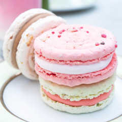 Macaron Ice Cream Sandwiches? Who Could Resist!