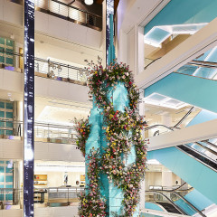 You Won't Believe How Many Flowers Are In Tiffany & Co.'s Mother's Day Display
