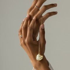 Turn Your Seashell Finds Into Chic & Sustainable Fine Jewelry Thanks To Hattie Banks