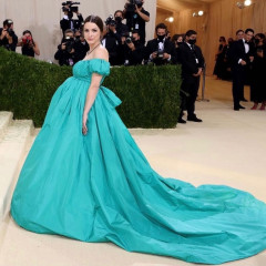 Anna Wintour's Daughter Bee Shaffer Shows Off Her Baby Bump At The Met Gala