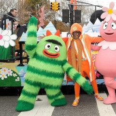 Thanksgiving Day Parade Officially Welcomes The Holidays To NYC