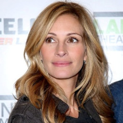 Julia Roberts Joins Niece Emma For A Game Of Celebrity Charades