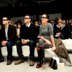 New Yorkers Watch The Burberry Fall Fashion Show Live And In 3-D