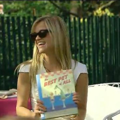 Reese Witherspoon Reads At The White House East Egg Roll