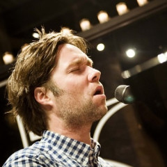 Last Night's Parties: Rufus Wainwright Performs, Penn Badgley Lights Up The New Year
