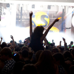 MTV Throws Warehouse Rave For Skins, Sleigh Bells Performs (Video)