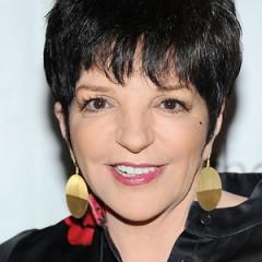 Liza Minelli Held A Yard Sale In The Hamptons