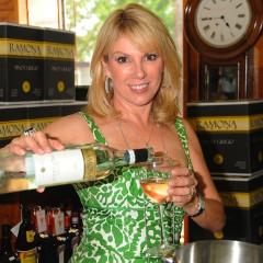 Ramona Singer Signs Pinot Grigio in Southampton!