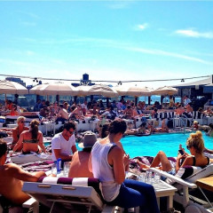 Photo Of The Day: 80 Degrees In April?! New Yorkers Sunbathe At The Soho House