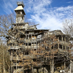 Eavesdropping In: World's Tallest Treehouse Insanely Huge; Adam Levine Is SINGLE (!!);