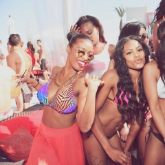 LA CANVAS Rings In Pool Party Season Early With