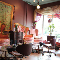 NYC Nail Salons With Complimentary Cocktails