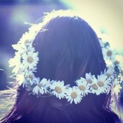 Our Favorite Flower Headbands & Crowns For Festival Season