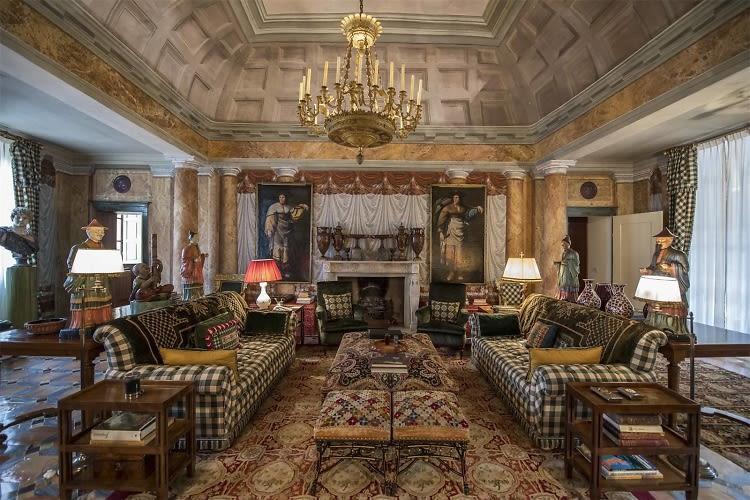 Inside The Opulent Tuscan Villa Of Valentino Garavani
