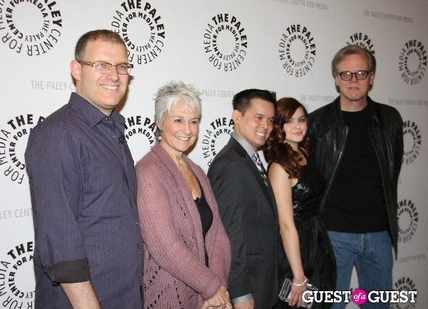 Kevin Smith Ariel Winter Andrea Romano Jay Oliva Bob Goodman Peter Weller